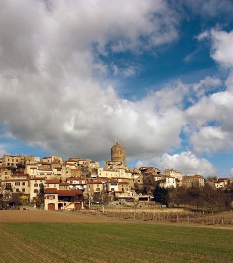 Le village de MONTPEYROUX - de Caves Indépendantes des Côtes d'Auvergne